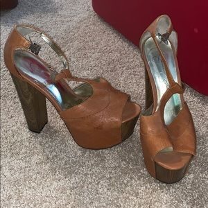 Chestnut tan heels 70s look
